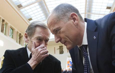 Václav Havel a Zdeněk Tůma před ustavujícím zasedáním zastupitelstva hlavního města Prahy. (30. listopadu 2010)