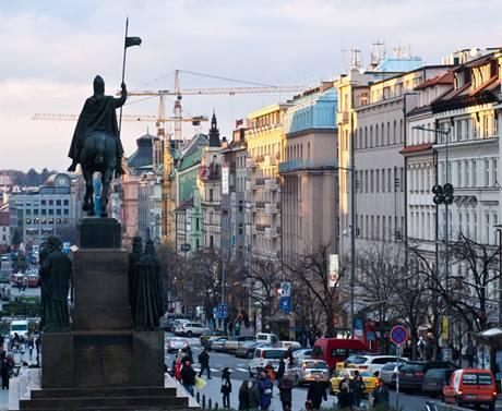 Václavské náměstí má stavební jeřáby už jako běžnou dominantu