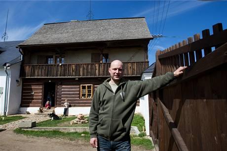 """My zde cht�li ��t, vr�tit domu vzhled a du�i s t�m, �e jsme cht�li zachovat i n�jakou prakti�nost,"""" vysv�tluje Jaroslav Hru�ka"""