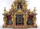 Kompletní sestava barokního relikviáře svaté Pavlíny, patronky města Olomouce, i s luxusní vitrínou z počátku 18. století.