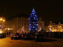Na rozsvěcení vánočního stromu se v Jihlavě přišly podívat desítky lidí.