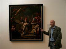 Kurátor Ondřej Jakubec u jednoho z exponátů největší výstavy v dějinách Olomouce nazvané Olomoucké baroko.