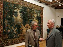 Ředitel Muzea moderního umění Pavel Zatloukal a jeden z autorů koncepce výstavy Milan Togner u jednoho z exponátů největší výstavy v dějinách Olomouce nazvané Olomoucké baroko.