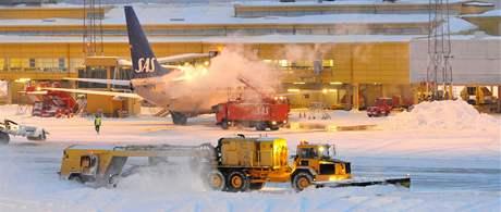Sníh komplikoval dopravu i ve Švédsku. Na snímku letiště v Malmö (2. prosince 2010)