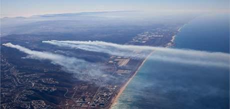 Letecký snímek na němž je vidět požár v izraelském pohoří Karmel (4. prosince 2010)