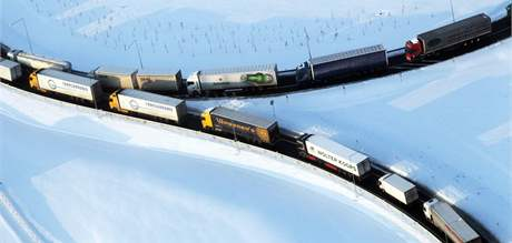 Kolony kamionů na dálnici D1. (2. prosince 2010)