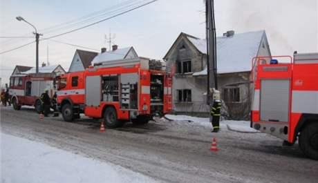 Šest hasičských jednotek požár zlikvidovalo za půl hodiny.