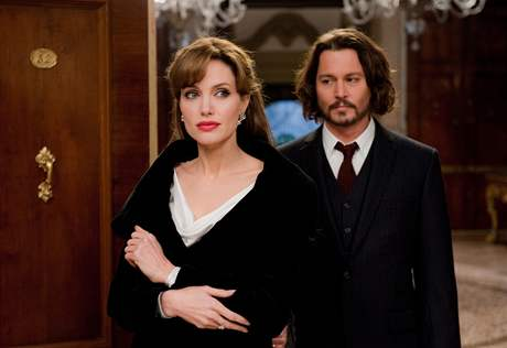 Z filmu Cizinec: Angelina Jolie a Johnny Depp