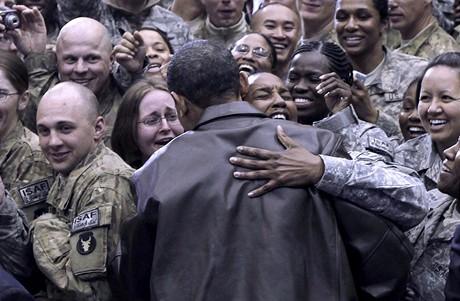 Prezident Obama navštívil vojáky na základně Bagrám.