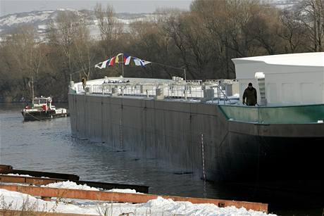 Loděnice ve Lhotce spustila na vodu chemický tanker pro zákazníka z Nizozemí.