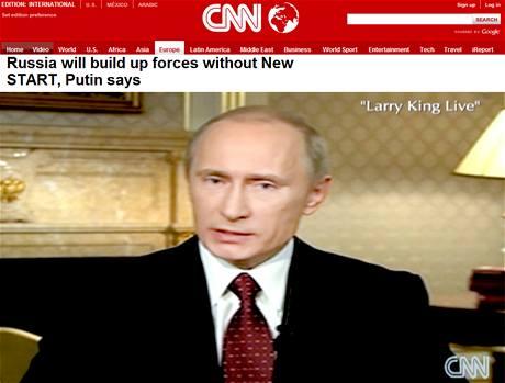 Ruský premiér Vladimir Putin odpovídá v pořadu Larryho Kinga.