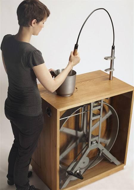 Na ruční mixér lze připojit různé nástavce. Prodávat by se měly samostatně