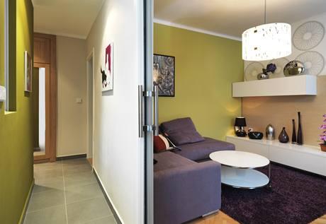 Posuvné dveře do pouzdra pomáhají spojit kuchyni s obývákem
