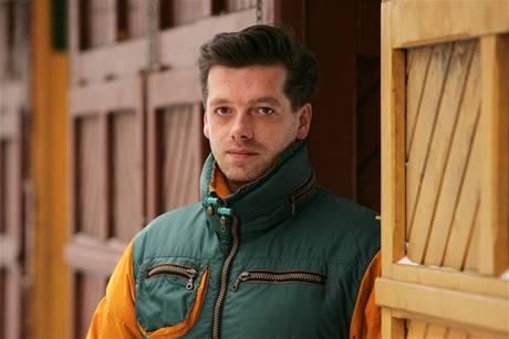 Jaroslav Fujdiar, karlovarský zastupitel z hnutí O co jim jde?! se stal novým jednatelem společnosti KV City centrum. Advokát Karel Jelínek neprošel kvůli spolupráci s StB.