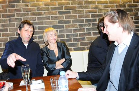 Veronika Žilková a Jiří Hanych, vpravo partner agáty Miroslav Dopita