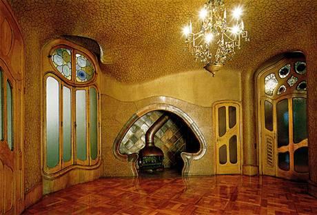 Gaudí do domu navrhl na svou dobu unikátní systém ústředního topení s odvětrávacími průduchy