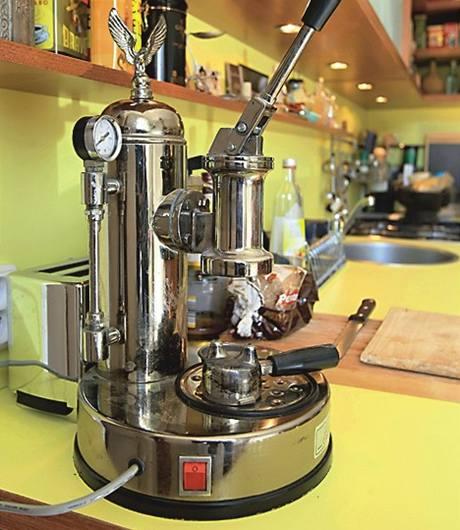 Starý italský a plně funkční kávovar Elektra