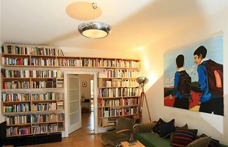 Lékař v tomto pohodlném interiéru bydlí zhruba deset let a rozhodl se, že po částech uvede byt do původního stavu