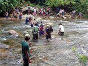 Lidé z východu Barmy utíkají před ofenzivou barmské armády