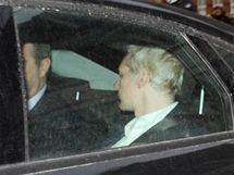 Ve Velké Británii byl zatčen zakladatel serveru WikiLeaks Julian Assange (7. prosince 2010)