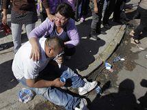 Příbuzní obětí požáru v chilské věznici, kde zemřelo 81 lidí (8. prosince 2010)