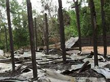 Karenská vesnice na východě Barmy krátce poté, co ji vypálila barmská armáda. Podobně skončilo za posledních deset let 3500 vesnic