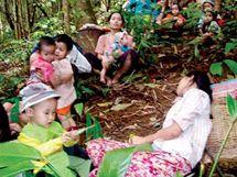 Ženy v Karenském státě se v pralese ukrývají před ofenzivou barmské armády