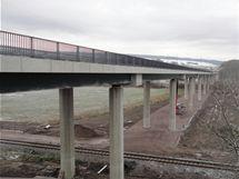 Most přes železnici a říčku Zdobnici na obchvatu Vamberka