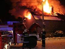 Požár domu v Nové Vsi na Rychnovsku (1. prosince 2010)