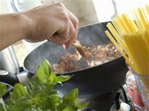 Na tepelné úpravy můžete použít v podstatě jakýkoliv rostlinný olej