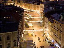 Vánoční jarmark v centru Olomouce. Na snímku pohled z Horního na Dolní náměstí.