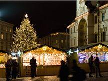 Vánoční jarmark a vánoční strom na Horním náměstí v centru Olomouce.