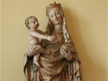 Restaurovaná podoba Cholinské madony. 130 centimetrů vysoká dřevěná plastika z roku 1405 patří mezi nejvýznamější památku Olomouckého kraje a je uctívána jako ochránkyně Hané.