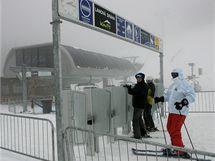 Dolní stanice šestisedačkové lanovky v novém skiareálu v Koutech nad Desnou.
