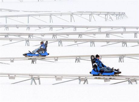 Nový lyžařský areál na Javorníku u Liberce přilákal o víkendu dva tisíce lyžařů.