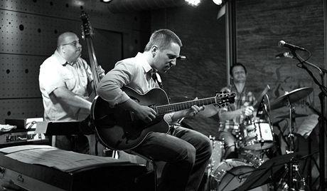 Libor Šmoldas Quartet - Libor Šmoldas (kytara), Josef Fečo (basa), Tomáš Hobzek (bicí)