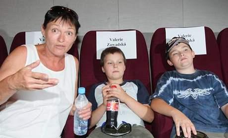 Valerie Zawadská s dětmi na premiéře filmu Harry Potter a Fénixův řád