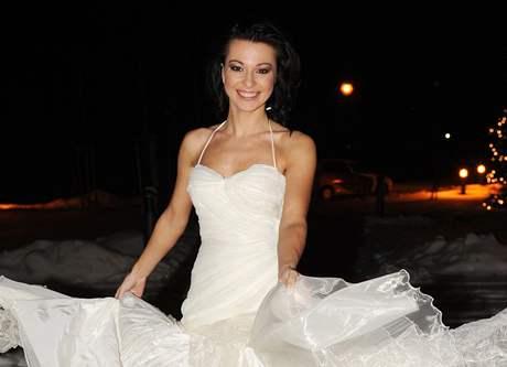 Inna Puhajková ve svatebních šatech
