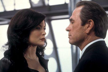 Lara Flynn Boyle ve filmu Muži v černém 2