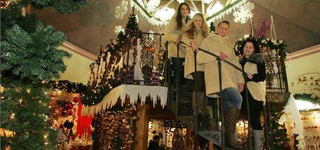 Tým z Vánočního domu pohromadě (zleva): Eva Markusková, Jiřina Koisová, Petra Krejčová a šéfová Jiřina Regietová.