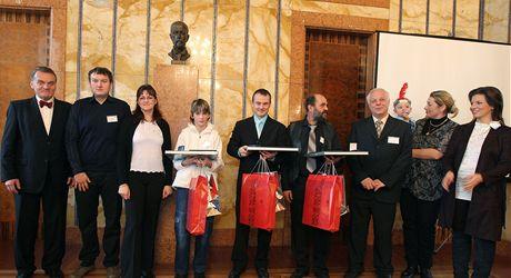 Primátor Svoboda a manželé Kučerovi (zleva) při udělování Ceny Michala Velíška