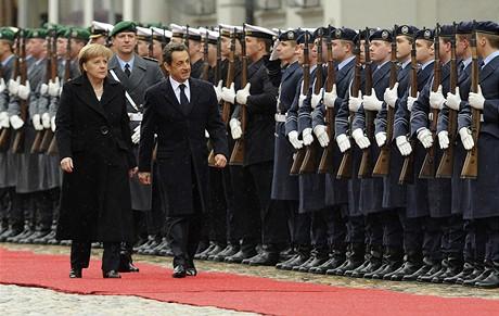 Němečtí vojáci poprvé od 2. světové války vstoupili do Francie.