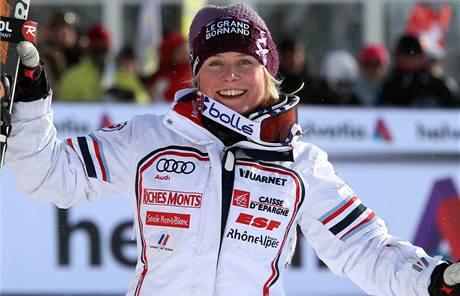 Tessa Worleyová se raduje ze svého vítězství v obřím slalomu ve Svatém Mořici