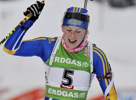 Švédská biatlonistka Helena Ekholmová se raduje ze svého vítězství v Hochfilzenu