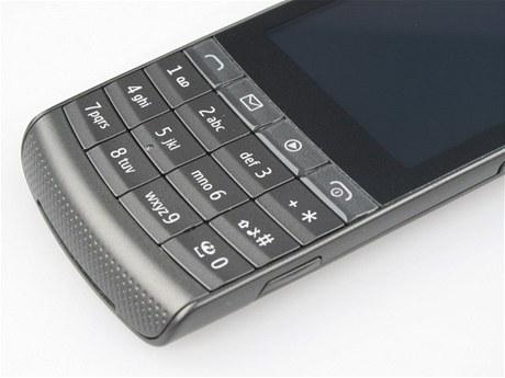 Recenze Nokia X3-02 detail