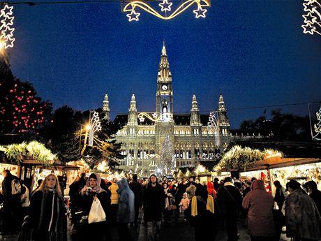 Jeden z nejslavnějších vídeňských trhů najdete před vídeňskou radnicí