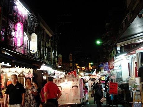 Procházka nočním trhem
