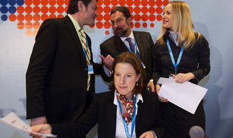 Radek John, Karolína Peake a Kateřina Klasnová na ideové konferenci Věcí veřejných.