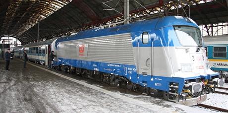 Nová lokomotiva Škoda 109E na Hlavním nádraží 15.12.2010 v den první zkušební jízdy s cestujícími