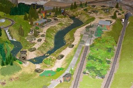 V nově otevřené části můžete obdivovat nejen malé vlaky a auta, ale také vojenskou techniku.